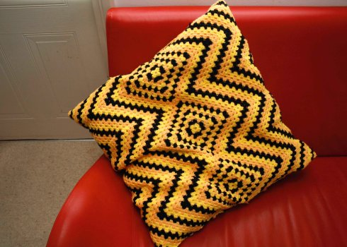Manta Hueco Zig Zag cushion cover